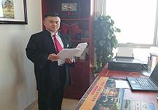 聊城刑事辩护律师杨律师在办公室