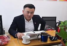 杨律师在参加会议